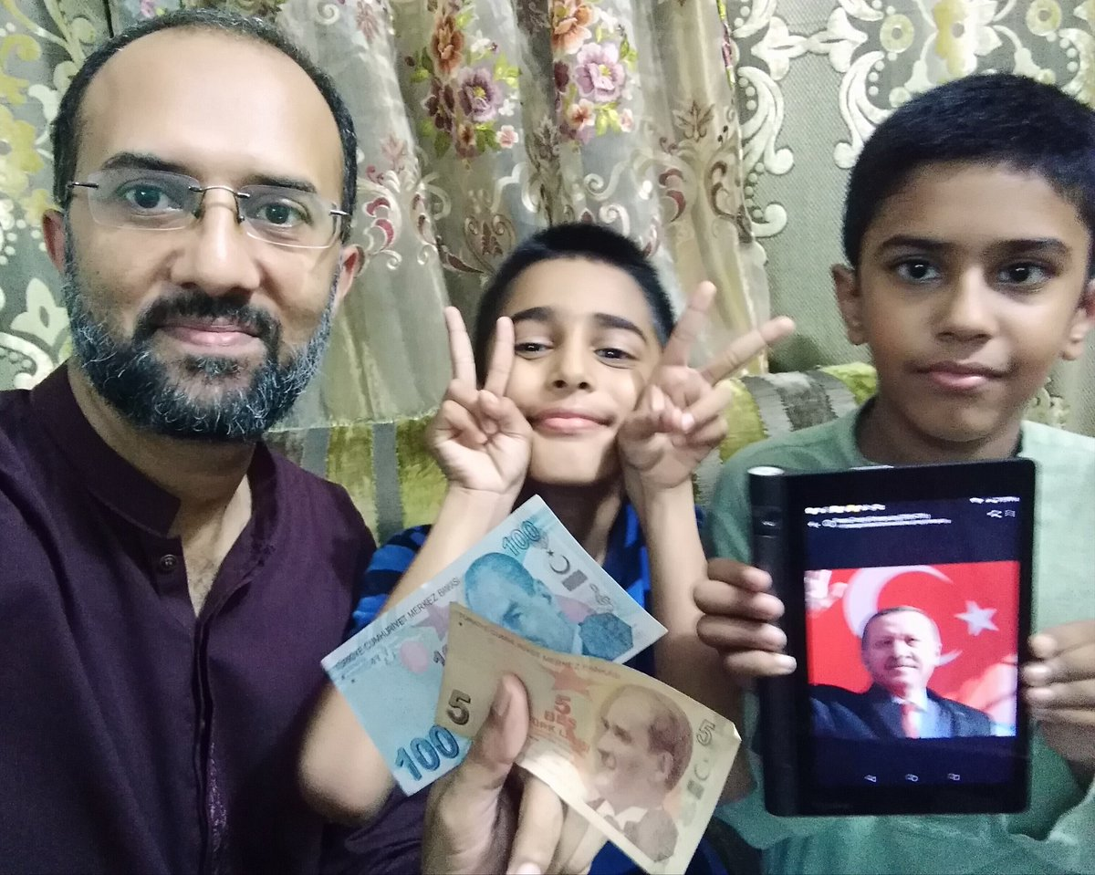 Dear Erdoğan, Warm greetings from a Pakistani journalist Muhammad Hassan. Purchase of few Turkish lira might not contribute a lot but it is a symbol of our solidarity with Turkey. Even our next generation is also your fan.  #Turkey  @trpresidency @RT_Erdogan @TrEmbIslamabad<br>http://pic.twitter.com/pgECKaU1E7