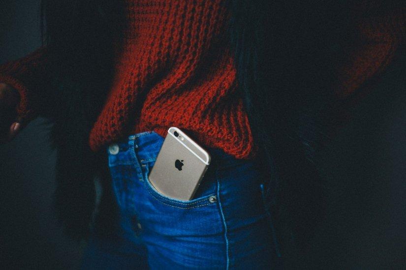 """test Twitter Media - """"Grotere smartphones passen maar in 20 procent van de vrouwenbroekzakken, terwijl ze in vrijwel elke mannenbroekzak passen."""" https://t.co/TOXsGIxFzV https://t.co/wcCTKmwZtK"""