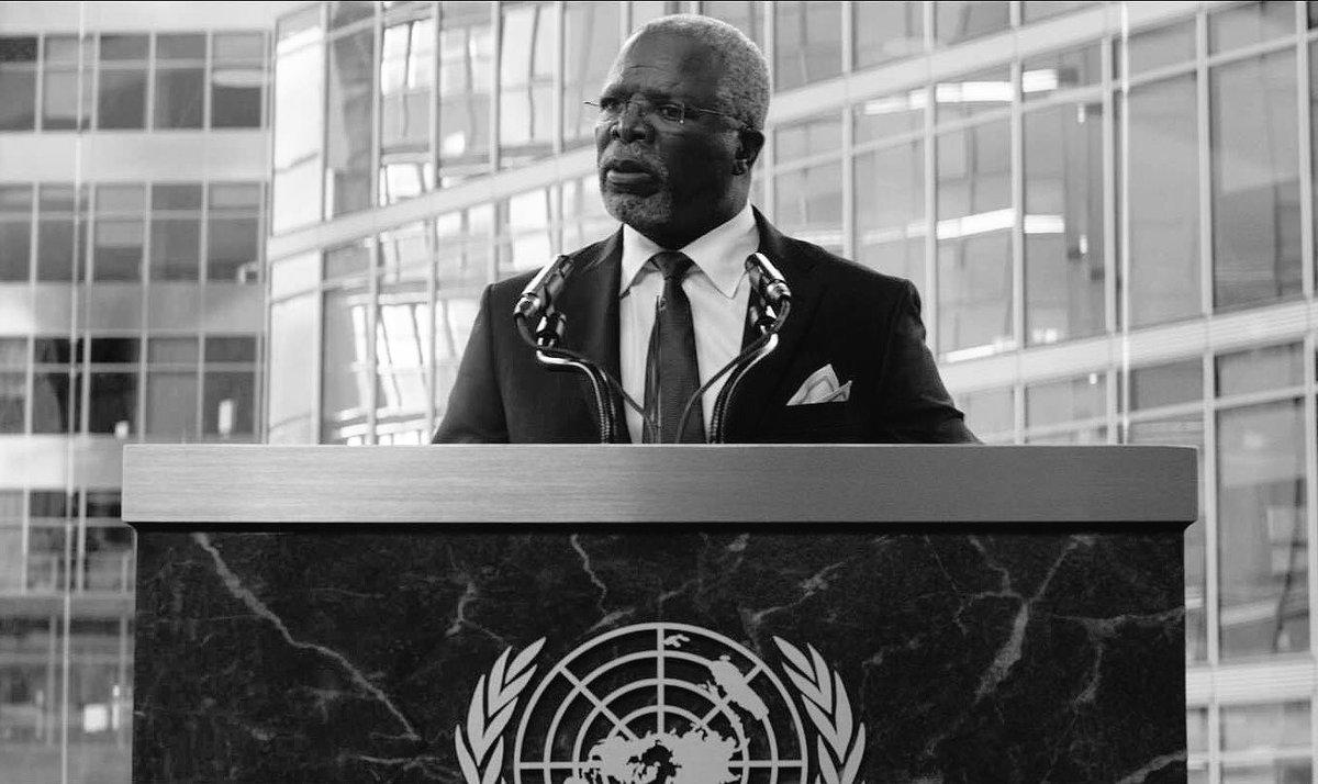 Lamentamos la muerte del Rey T'Chaka, tras un atentado terrorista, a la mitad de un discurso en una reunión diplomática. #WakandaForever