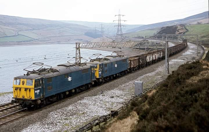 Dk61NKsXsAAxTSE - Woodhead and the EM2s