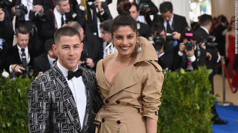 'Futura señora Jonas': así confirmó Nick Jonas su compromiso con Priyanka Chopra https://t.co/hFge8N3gwl https://t.co/ue4cwy49Ct