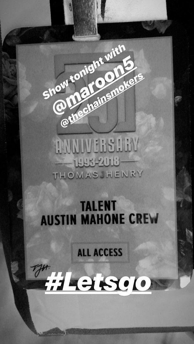 | Austin is performing at Thomas J. Henry's 25th company anniversary party tonight in San Antonio, Texas, along side @Maroon5, @LilJon, @enriqueiglesias and @TheChainsmokers, hosted by @georgelopez! <br>http://pic.twitter.com/wQgoLPh5JL