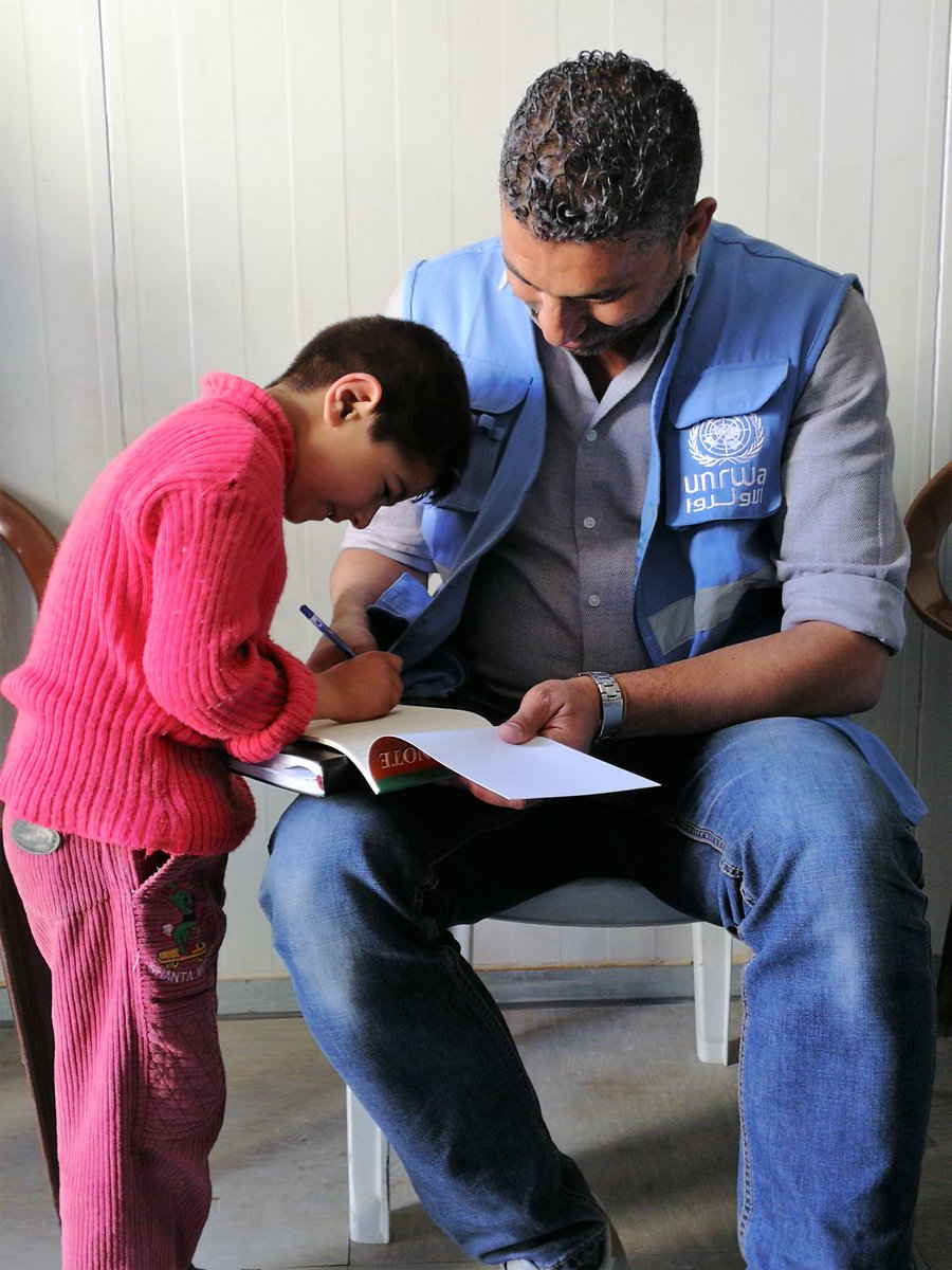 In Syria, @UNRWA has almost 4000 humanitarian staff. During the conflict, we have lost 18 people. This #WorldHumanitarianDay @UNRWA insists that - aid workers - teachers - doctors - clinics - schools - distribution centers - refugees are #NotATarget unrwa.org/syria-staff-re…