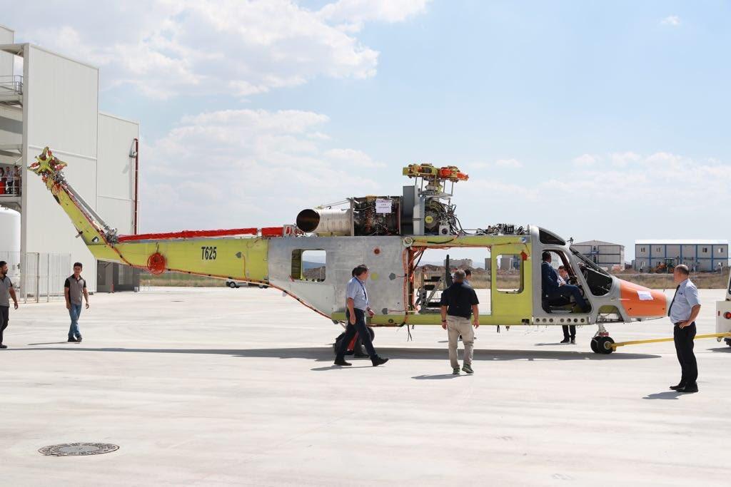 """""""توساش"""" التركية تنتهي من إنتاج أول نموذج لمروحية  T625 الجديدة المتعددة المهام Dk92R0IXoAAxFhc"""