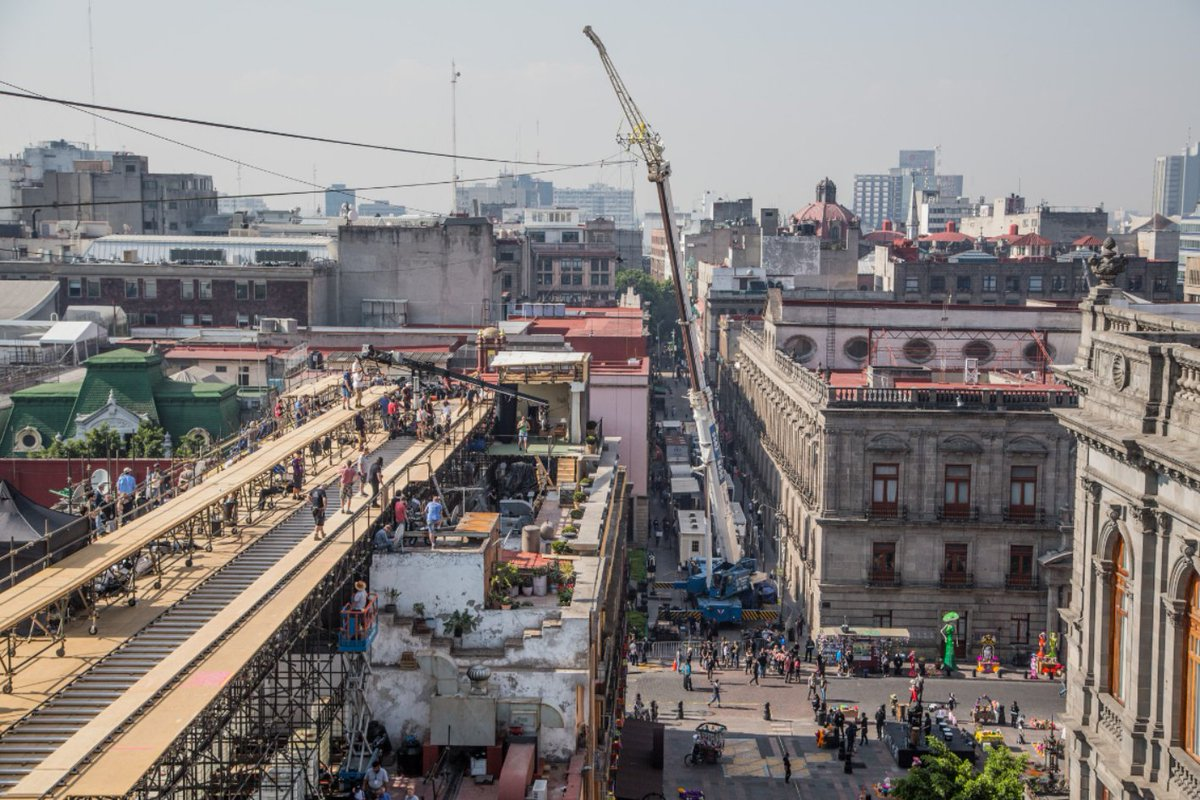 Behind the scenes on location in Mexico City during filming for the pre-title sequence of SPECTRE (2015) #Bond #JamesBond #OO7<br>http://pic.twitter.com/vmL8UgkPxR