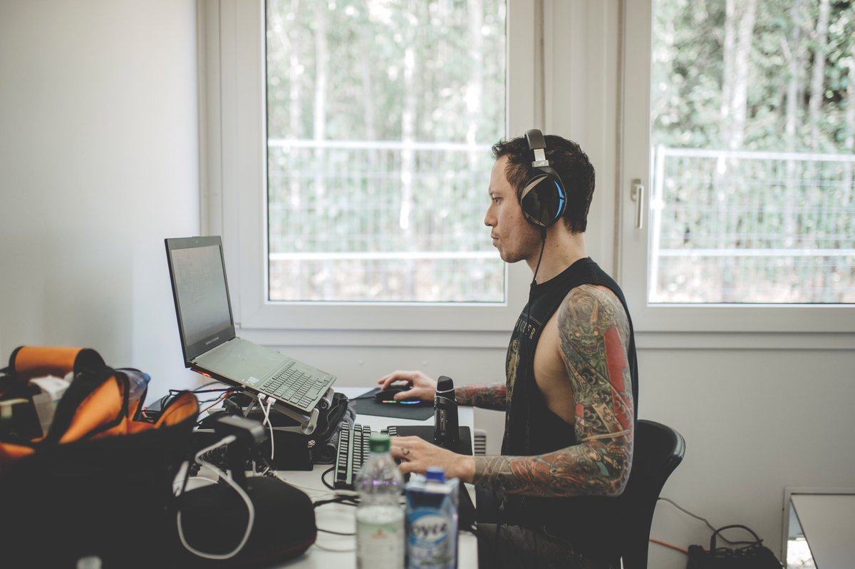 When there's 50k people to headline a show to, but you gotta practice your @FortniteGame skills. : @jakeowensphoto |  http:// twitch.tv/matthewkheafy  &nbsp;  | @ASUS_ROG @ASUSUSA @summerbreeze97<br>http://pic.twitter.com/077DFEkSmc