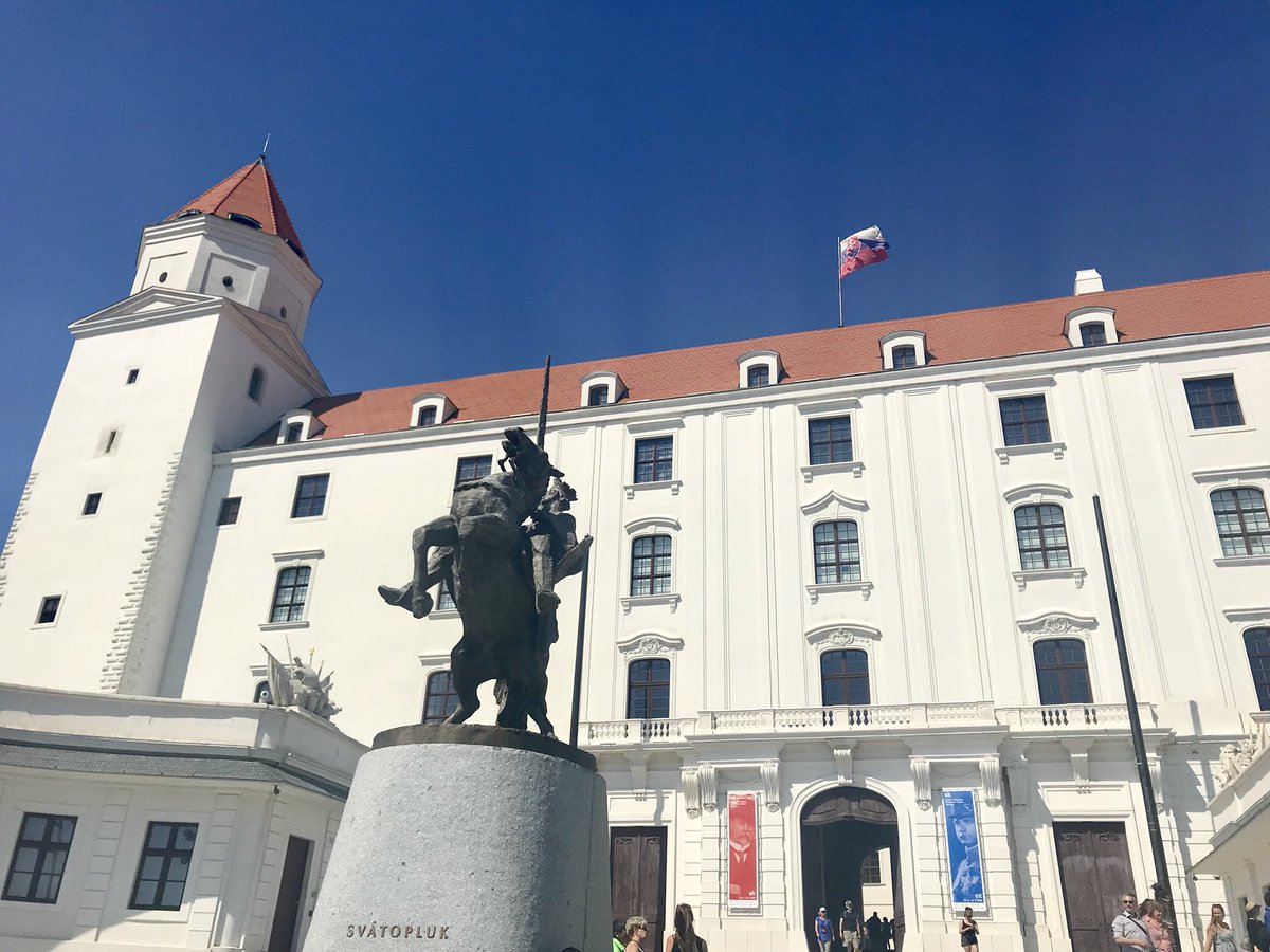 Beautiful city on Danube river where the castle overlooks the city of #Bratislava #Slovakia Happy Sunday morning to all!#SundayFunday #travel @always5star @CaththeWineLady @magee333 @tonyriccawwe @_drazzari @hoochhhhh @DavidFoyn @suziday123 @Momo_sandiego @RoarLoudTravel<br>http://pic.twitter.com/JVMDeMZI8z