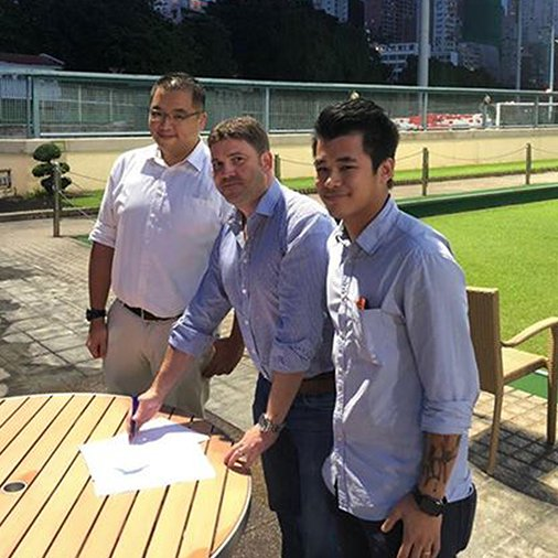 test Twitter Media - Samurai's Director of Sales Asia region pictured signing a new 3 year kit supply agreement with top Hong Kong Rugby club, Gai Wu along side their representatives Isaac Chan and Angus Lo as they become new members to our ever growing #SamuraiFamily https://t.co/2FeuL8fRB4