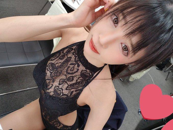 グラビアアイドル南楓のTwitter自撮りエロ画像9