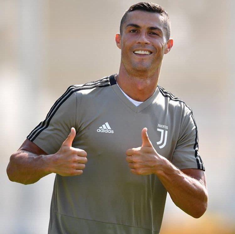 Douglas Costa sur Cristiano Ronaldo : «C'est impossible de le suivre a l'entraînement..! Quand on arrive, il s'entraîne déjà et quand on part il s'entraîne encore ! Je n'ai jamais vu un joueur comme ça.»   - FestivalFocus