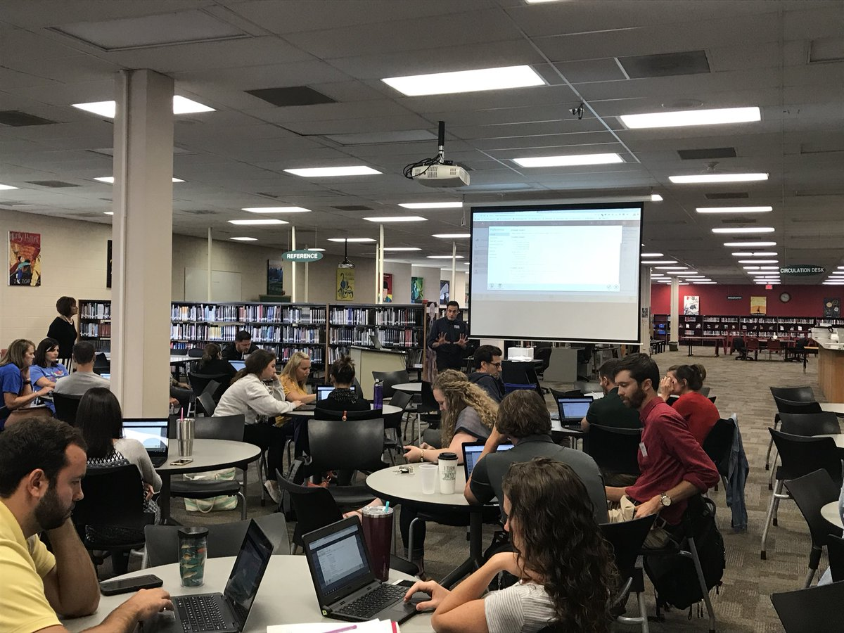 .@FoxTechdept leader Luke is showing new teachers how to navigate Tyler Classroom 360. #c6learns
