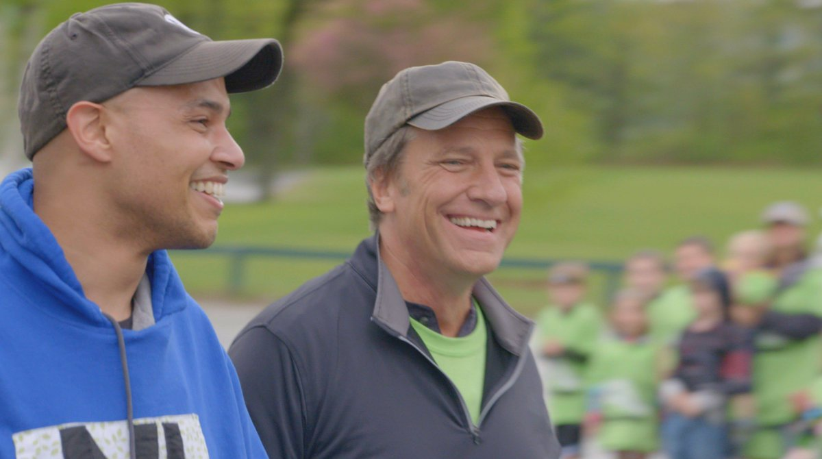 Its amazing today, how many kids dont leave home with a brown bag filled with something worth eating, and wind up with something called school lunch debt. Not as amazing however, as the guy who doing something to fix it... bit.ly/RTF8-7 #ReturningTheFavor
