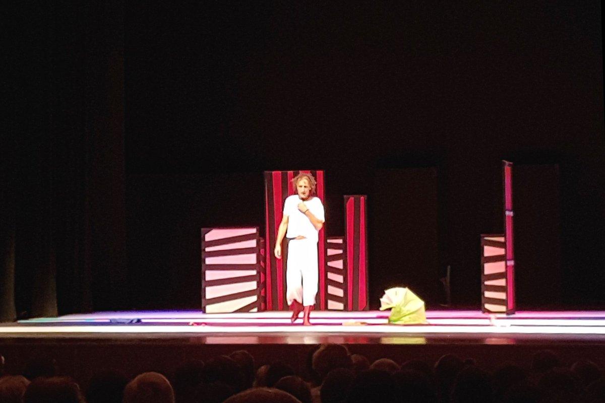 Ironico surreale cazzuto e cazzone #Anelante di @rezzamastrella @Operaestate #BassanoDelGrappa #TeatroContemporaneo