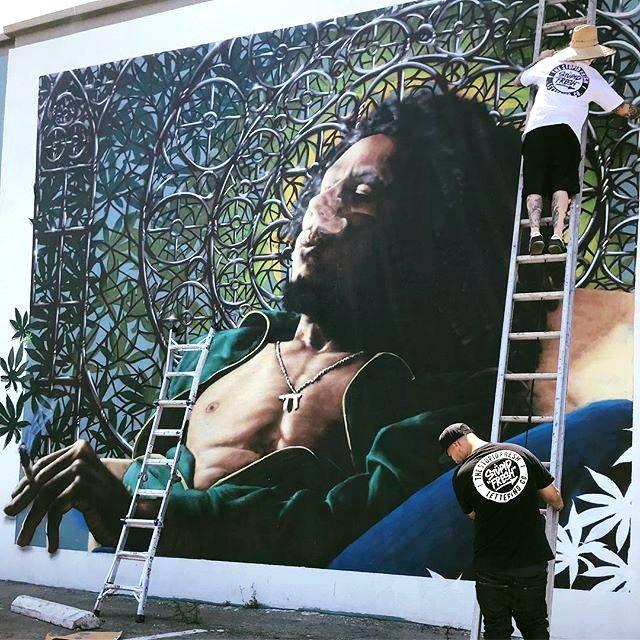 I feel so good in my neighbourhood, so here I come again—got to have #Kaya now! #kaya40 _____ 🎨 #bobmarleyart mural by Robert Enoe + Menso One in #LosAngeles