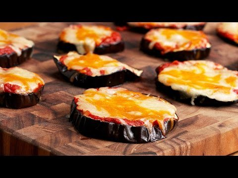 Cheesy Eggplant Pizza - blogs de cooking and recipes blogs https://t.co/I9ODKGjQLr #veganizeit https://t.co/HUVKq5H6m2