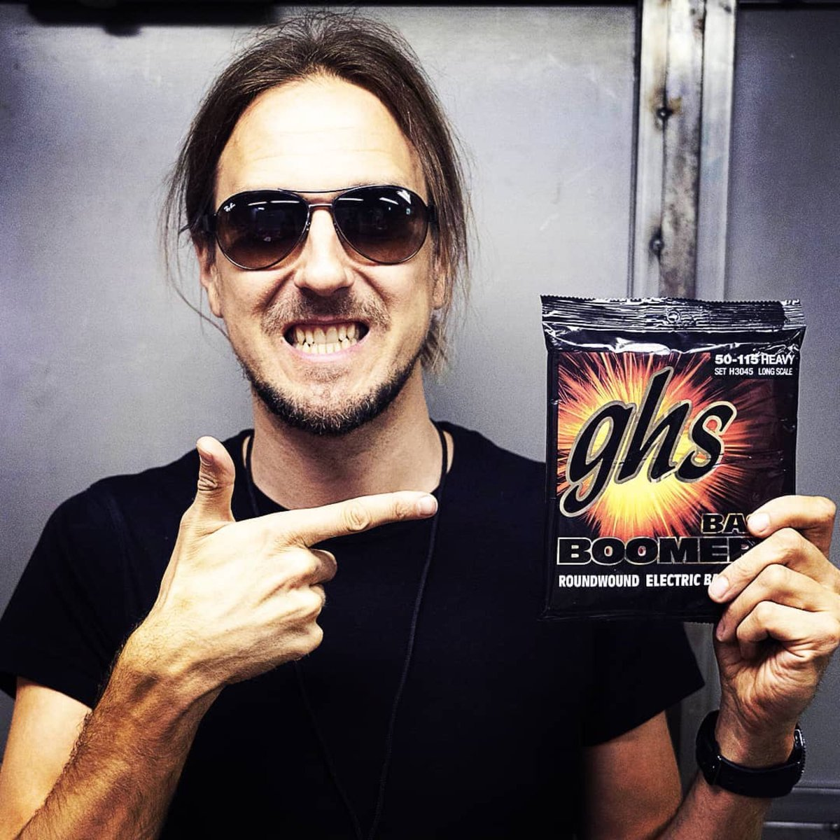 Been playing with @ghsstrings Bass Boomers (50-70-95-115) since 1993. Lookin' fwd for the next 25 yrs!  📷: Mikiko Ariga  #ghs #ghsstrings #bassboomers #amorphis #ollipekkalaine https://t.co/dBEZVASCO6
