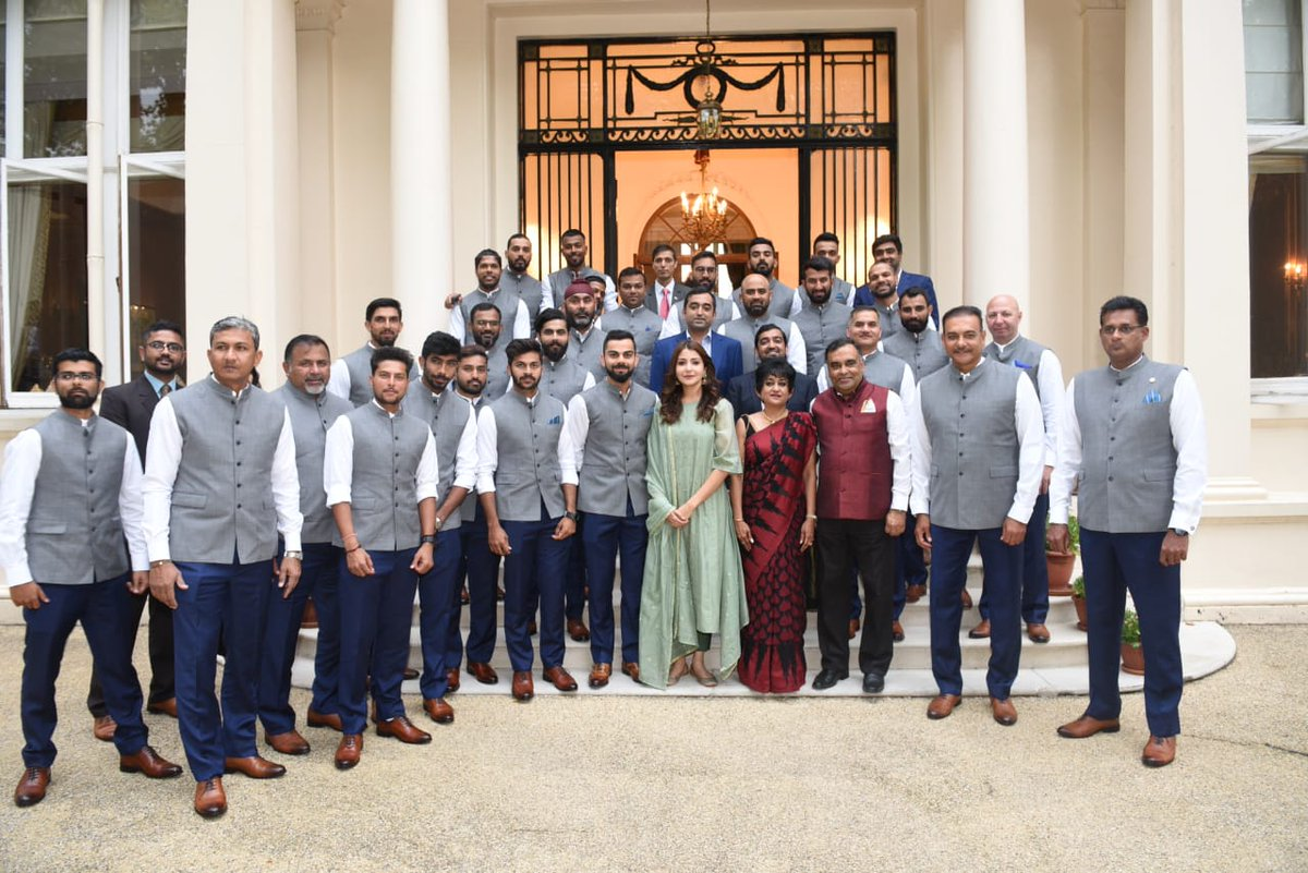 Anushka Sharma trolled for posing with Indian cricket team
