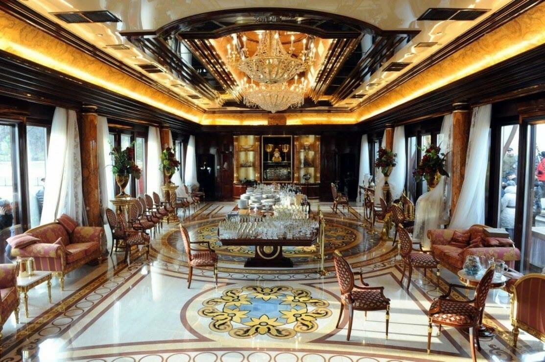 Paul #Manafort didn&#39;t just help get pro-Putin autocrat Yanukovych elected pres. of Ukraine, he helped him govern for $4 mil a year! When Yanukovych was removed in 2014, he fled to #Russia &amp; Manafort lost it all.   The former residence of Yanukovych looks like #TrumpTower! #Maddow<br>http://pic.twitter.com/1WghZLZKBq