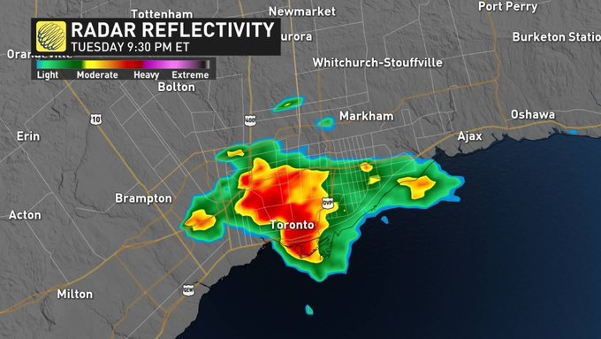Slowly moving heavy rain is causing localized flooding in #Toronto. Environment Canada has issued a Special Weather Statement for the city of Toronto for localized flooding. Tune in on television for more details. #onstorm Photo