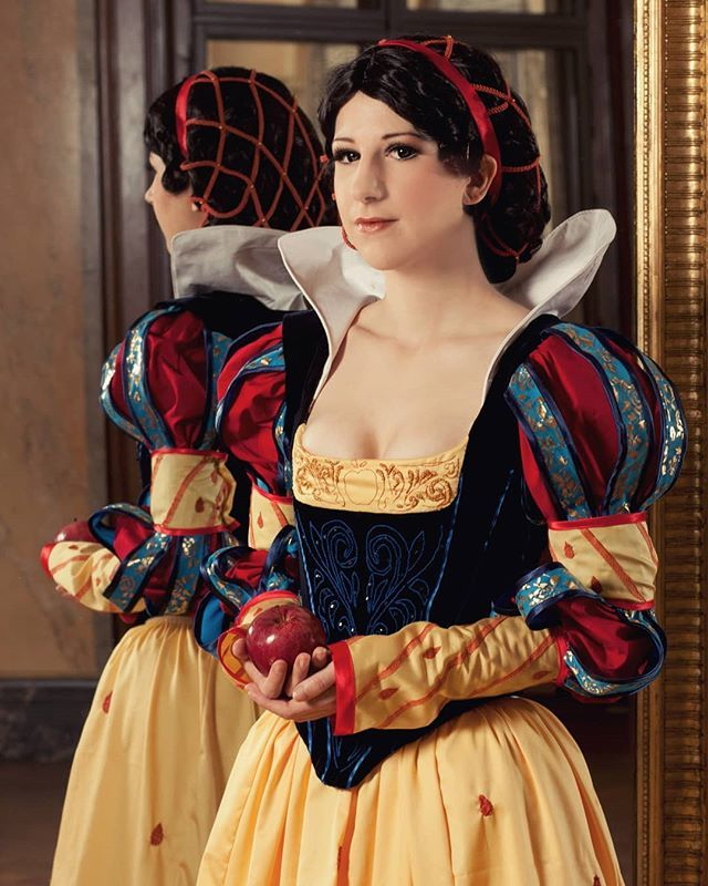 Disney Princess flashback 2 Snow White Design by @shoomlah  Photo by @theoneandonlyina . #snowwhite #historicaldisney #disney #princess #schneewittchen #märchen #costume #sewing #embroidery #bodice #velvet #costumedesign #cosplay #austriancosplayer #shoo…