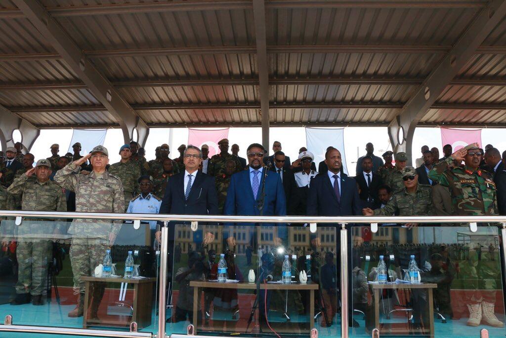 تركيا تخرج أوّل دفعة ضباط صف في الصومال من قاعدتها العسكرية DkDSUUcW0AE0YKW