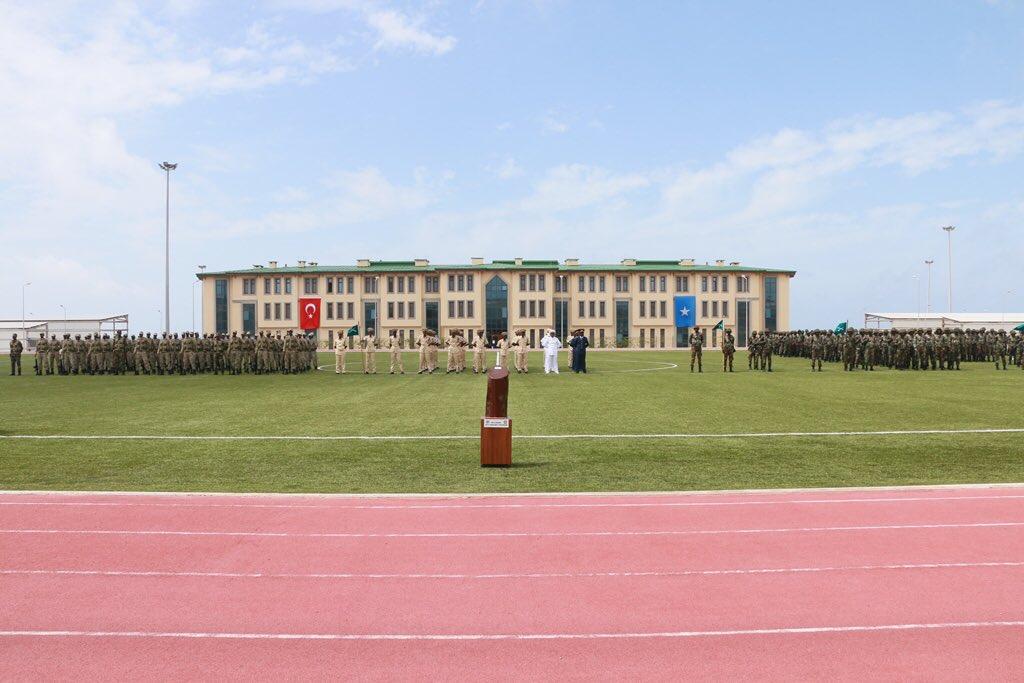 تركيا تخرج أوّل دفعة ضباط صف في الصومال من قاعدتها العسكرية DkDSUUgW0AASkWK