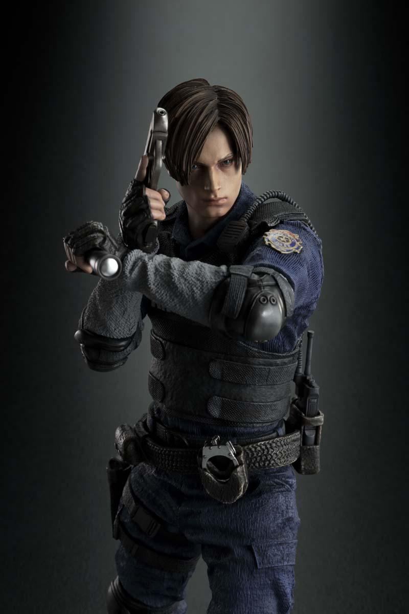 Resident Evil 2 terá duas versões no Japão com censuras diferentes | Veja imagens da estátua de Leon 5