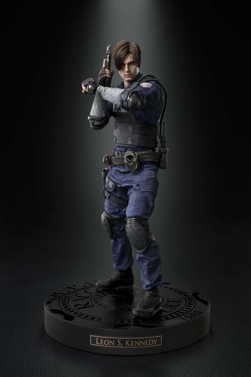 Resident Evil 2 terá duas versões no Japão com censuras diferentes | Veja imagens da estátua de Leon 6