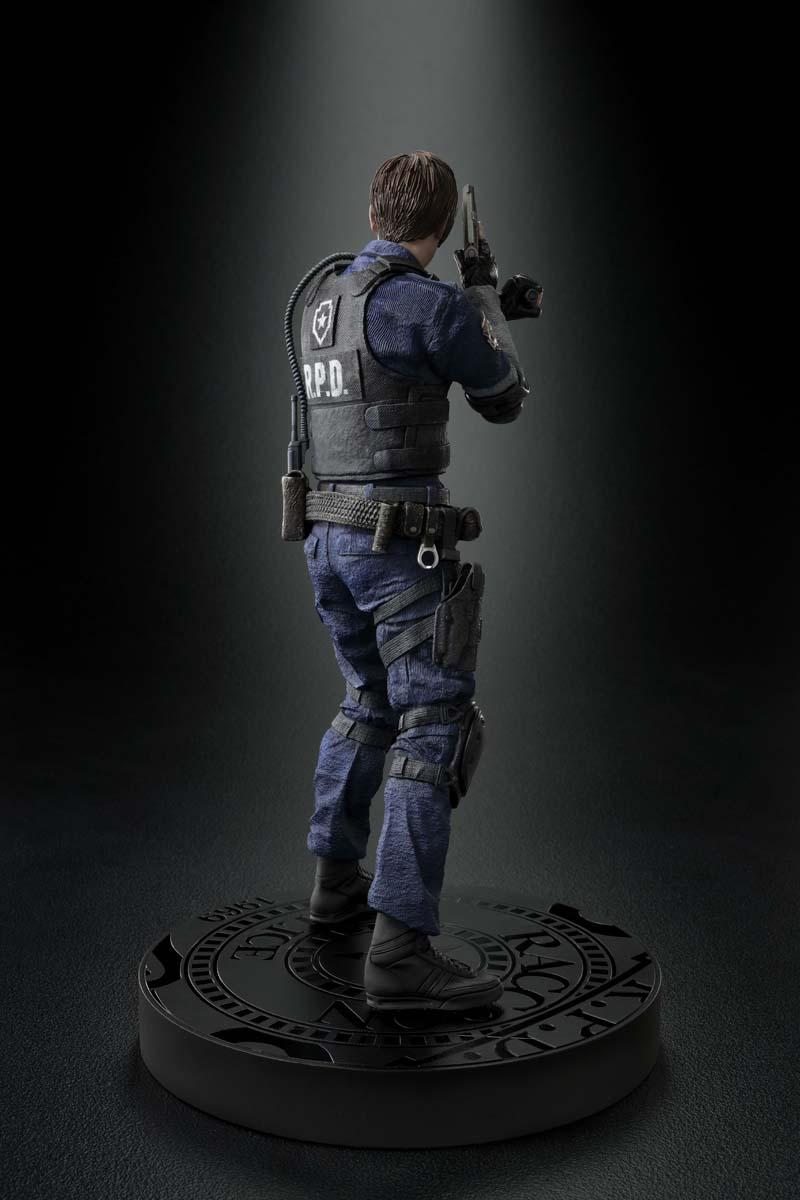 Resident Evil 2 terá duas versões no Japão com censuras diferentes | Veja imagens da estátua de Leon 7
