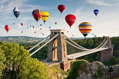 Europe&#39;s largest hot air balloon event, @bristolballoon, starts tomorrow. This spectacular event is free with over 100 balloons taking off at both dawn and dusk. Find out more here :  http:// ow.ly/IGB030l4vsQ  &nbsp;   #summer #bristol<br>http://pic.twitter.com/KEBcbbL17M