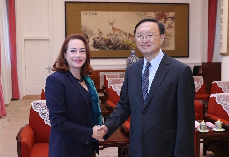 Yang Jiechi, miembro del Buró Político del Comité Central del Partido Comunista de China (PCCh), se reunió el martes en Beijing con la presidenta electa de la Asamblea General de las Naciones Unidas (#AGNU), María Fernanda Espinosa Garcés. #China