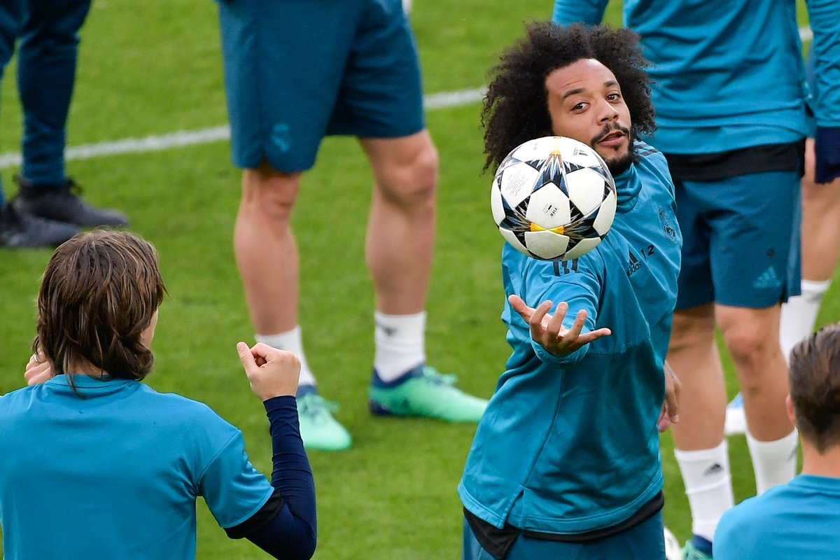 #Juve, #Marcelo si può: anche #CR7 in pressing >http://mdst.it/29a1230154/<  - Ukustom