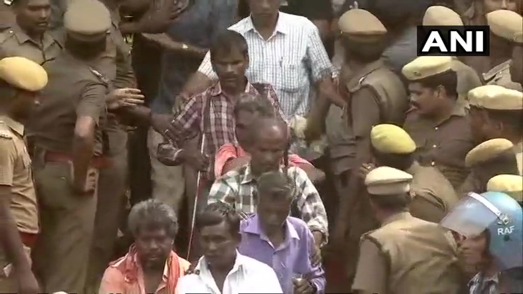 Chennai: Visually challenged supporters of #Karunanidhi paid tribute to the DMK Chief at #RajajiHall
