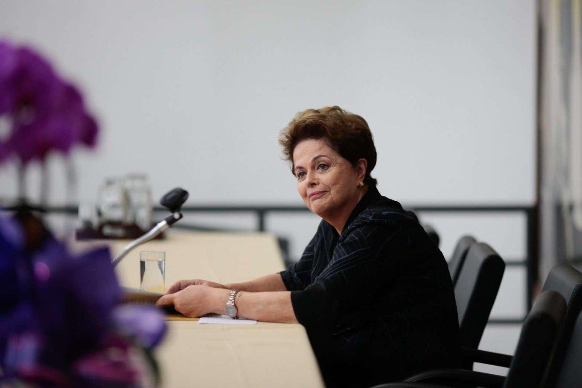 Dilma defende CPMF e diz que Brasil não paga muito imposto https://t.co/gzR119vDbe