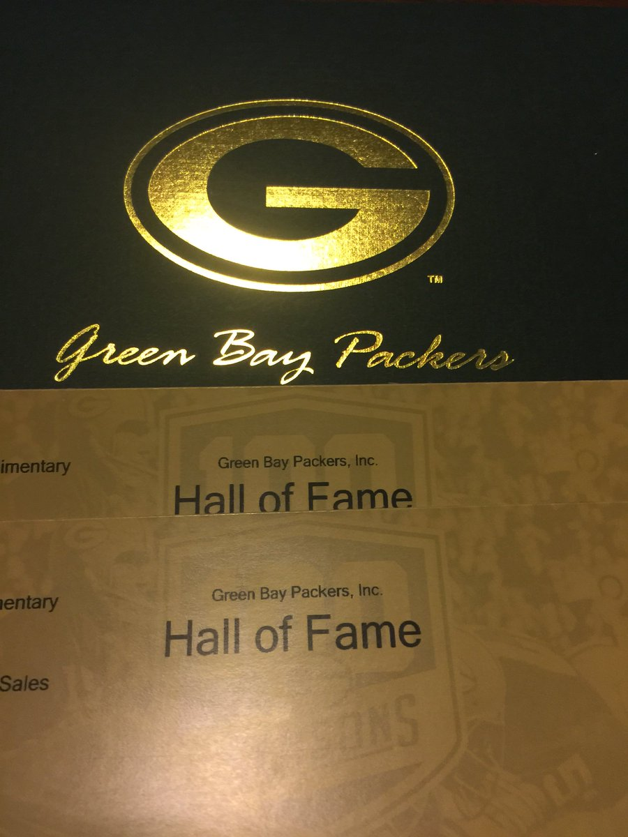 I have 2 tickets to give away to the Packers Hall of Fame!  , Comment a favorite Packer memory or RT for your chance to win. Good on any day and they don't expire. Winner announced tonight at 9 pm Green Bay time. <br>http://pic.twitter.com/oPr2o8qwnf