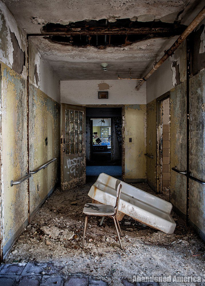 Something is amiss at the end of the hall in this abandoned asylum https://t.co/VHFnrNCo0e