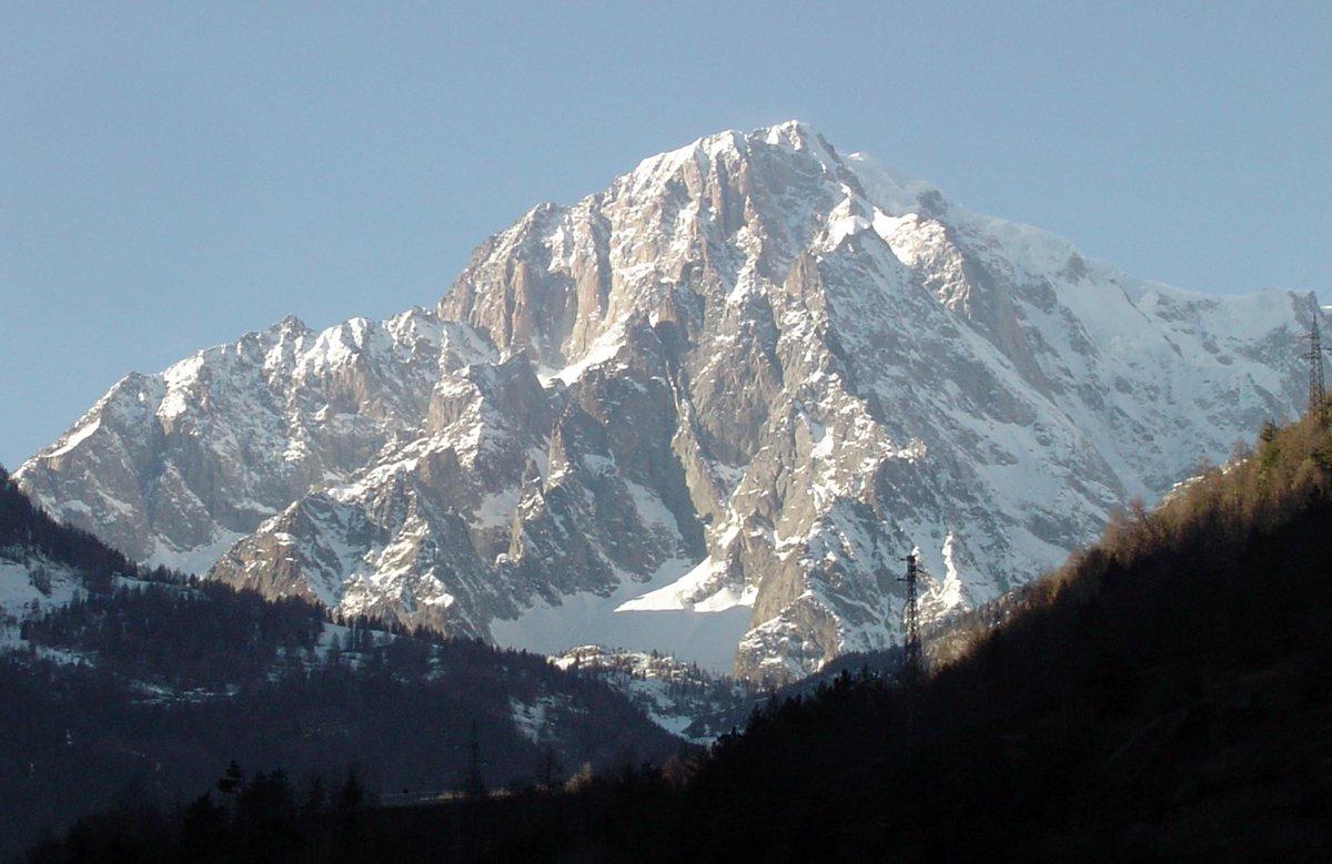 Tre italiani dispersi sul versante francese del Monte Bianco. Avvistati l\