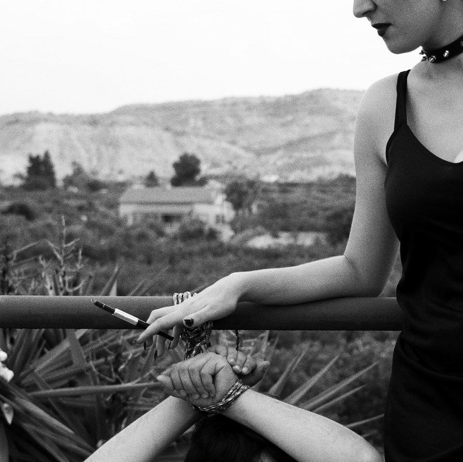 Avec un petit soumis merdeux sur lequel j'ai essuyé mes chaussures et qui m'as servit de cendrier.  #dominavintage #paypig #submissive #moneyslave #moneymistress #moneymiss #cendrierhumain #femdom #slave #vintage https://t.co/3lJCwFuKaY