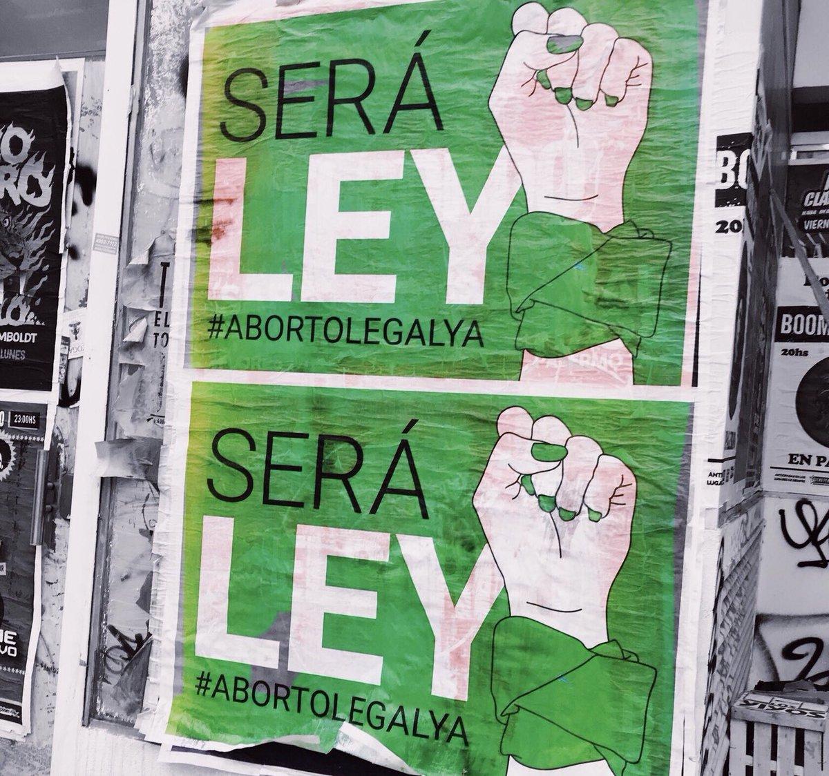 Nelle piazze di tutto il mondo si sostiene la lotta delle donne argentine per la legalizzazione dell'aborto, mentre in Senato c'è la discussione decisiva. Appuntamenti anche a #Milano e #Toma #AbortoLegal8A #QueSeaLegal #QueSeaLey #niunamenos  - Ukustom