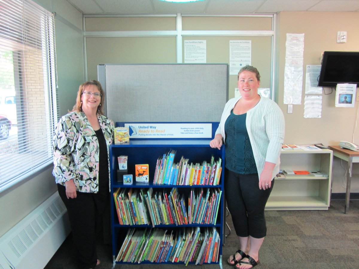 A3: Since 2007, Ready to Read has given out 165,000 books to young people in our community. Last year volunteers built 5 bookshelves that were placed at local non-profits where children can take home free books. #UnitedWayChat <br>http://pic.twitter.com/mW53Dv8rfq