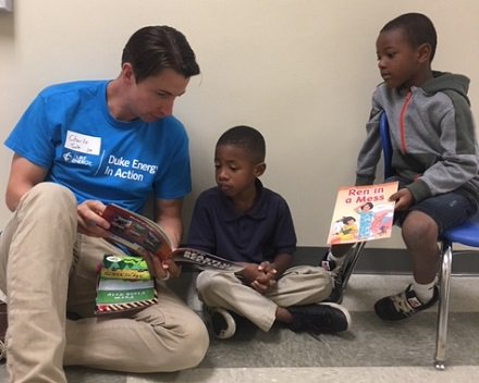 A6 @myUWCC engages volunteers through book drives, mentoring and tutoring programs, neighborhood work and other projects organized through our @HandsOnCLT team. #UnitedWayChat <br>http://pic.twitter.com/B2D3YSqx23