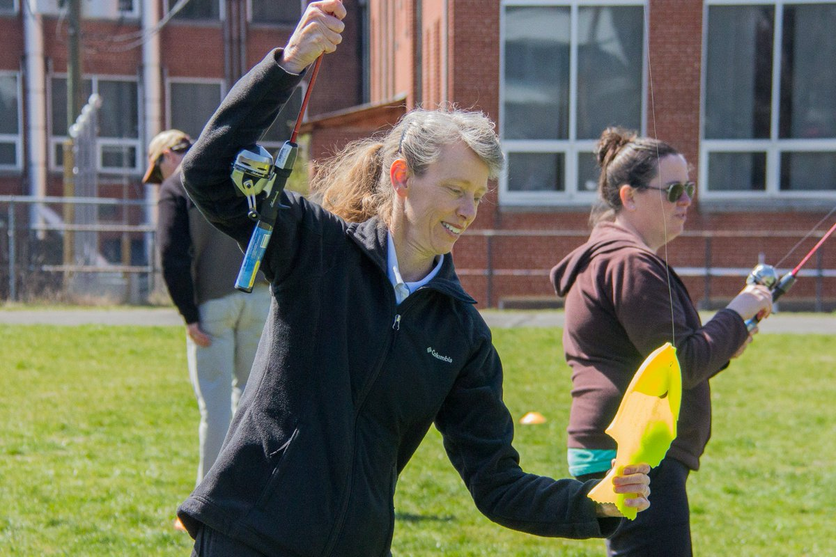 """A4. (2/2) """"We teach things they can continue to do outside of school and beyond school years into adulthood. My goal is always to teach the kids something physically active that they will enjoy enough to keep doing for life."""" - Cindy, PE Teacher #UnitedWayChat <br>http://pic.twitter.com/LStfgX3dQy"""