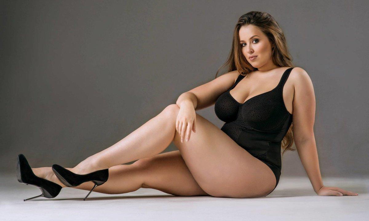 С голые пышными формами женщины красивые