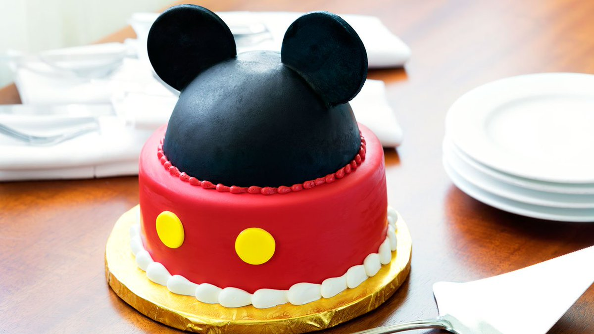 From In Room Celebration Goodies To Custom Birthday Cakes Here Are Five Fun Ways Celebrate Birthdays At The Disneyland Resort Bitly 2KytnEN