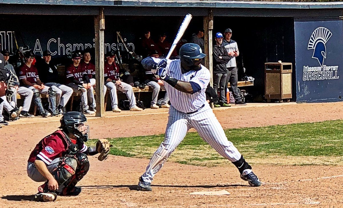 """If Frank """"The Big Hurt"""" Thomas in 1986 could play TE for the Football Team &amp; First Base for the Baseball Team at Auburn ... We are excited to see our @Roosevelt_h45 scoring some Touchdowns this fall and launching some bombs in the Spring! @NAIABall @NAIA @AMCSports<br>http://pic.twitter.com/bGzGanVyzj"""