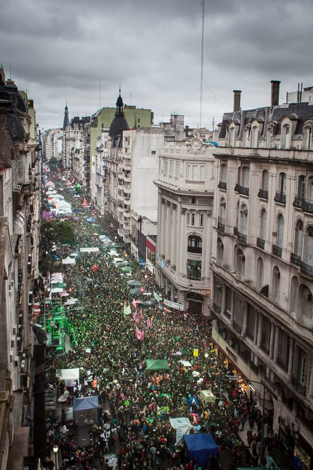 #Argentina | Argentine women make history for legal abortion! Hundreds of Thousands on the streets of Buenos Aires! #8A #SeraLey #EsHoy #quesealey #AbortoLegalYa  Photo: Collaborative Coverage #8A<br>http://pic.twitter.com/wNdiN7qZnb
