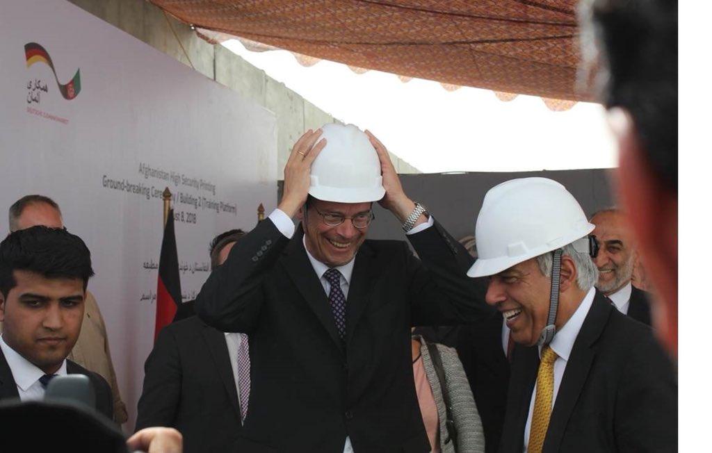 روز قبل، وزیر قیومی و سفیر هاسمن سنگ تهداب مرکز طبع اسناد افغانستان را نهادند. یک پروژه مشترک برای ساختن ظرفیت های دولتی و ارائه خدمات بهتر به شهروندان افغان. #ASPH @MOF_policy @giz_gmbh