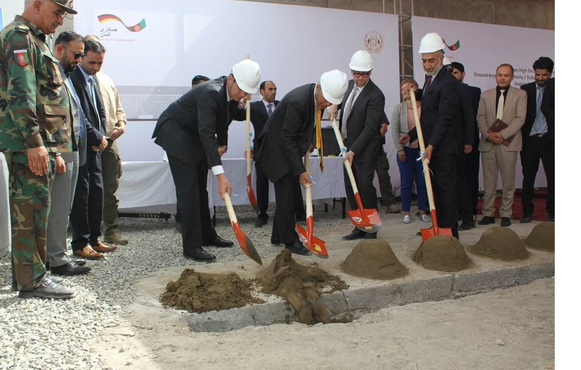 Yesterday, Minister Qayoumi and Ambassador Haßmann broke the ground for the Afghan State Printing House. A joint project for building state capacities and providing better services to Afghan citizens. #ASPH @MOF_policy @giz_gmbh