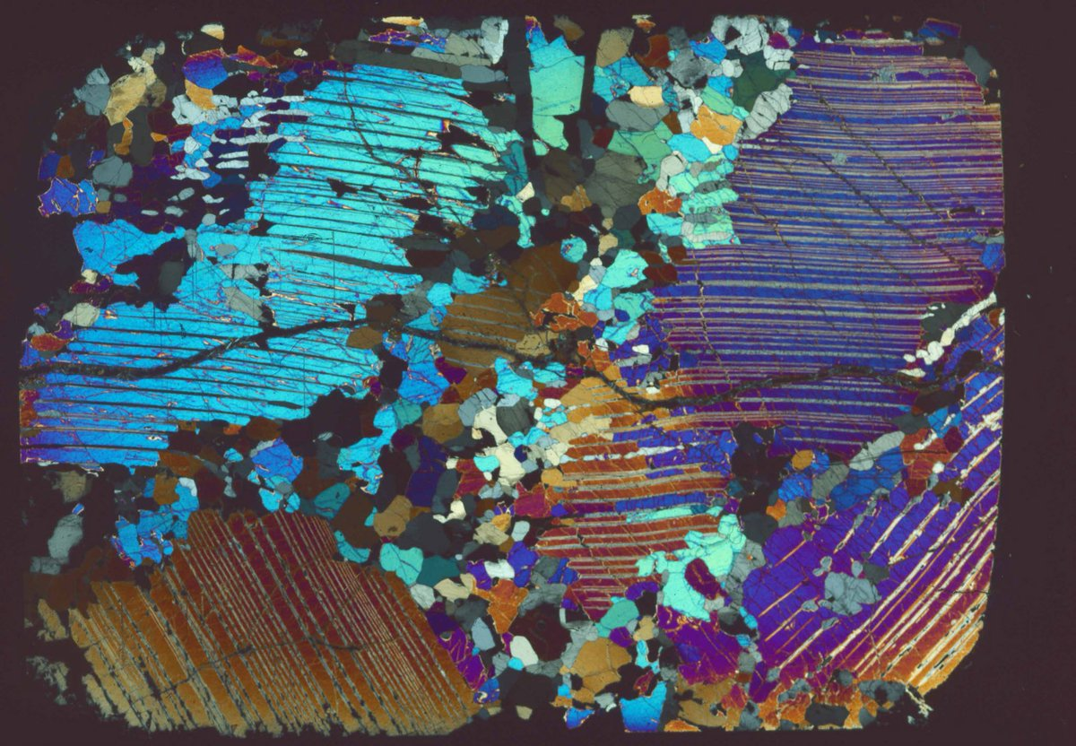 a S.M.A.L.L contribution to #ThinSectionThursday - spectacular enstatite / Cr-diopside exsolution in a pyroxenite from Kilbourne Hole, NM. Field of view 3 cm x 2 cm <br>http://pic.twitter.com/59p5YJfE51