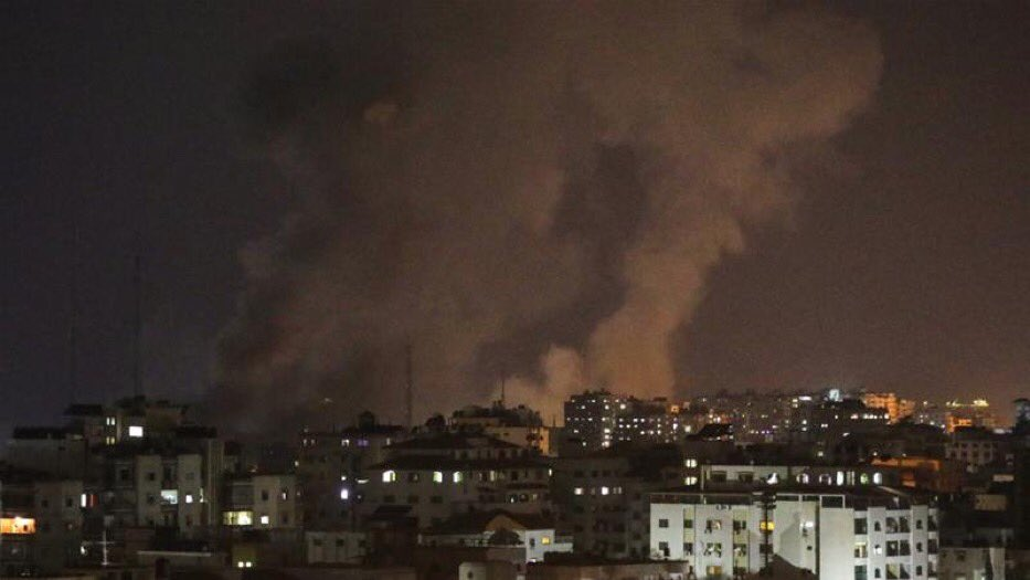 Israel hits Gaza with air raids, killing a pregnant woman and her 18-month-old child https://t.co/Tin1xQTDUQ https://t.co/KA6Up3rvwZ